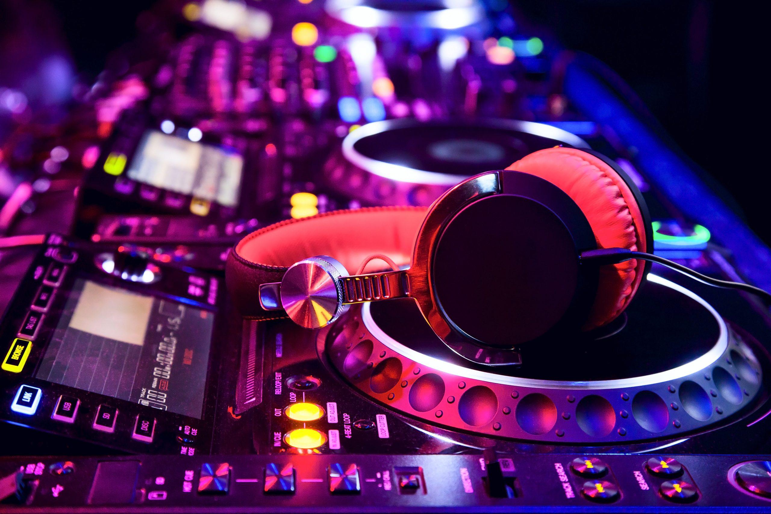 DJ – licencje, kursy djskie